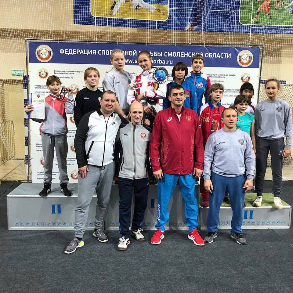 Шесть наград выиграли кузбасские спортсменки напервенстве Российской Федерации повольной борьбе